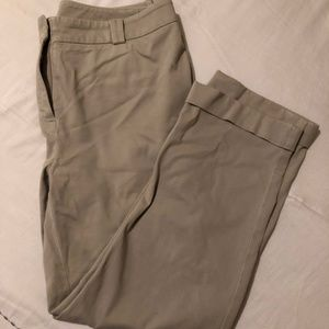 Chicos Size .5 Tan Cropped Chino Pants